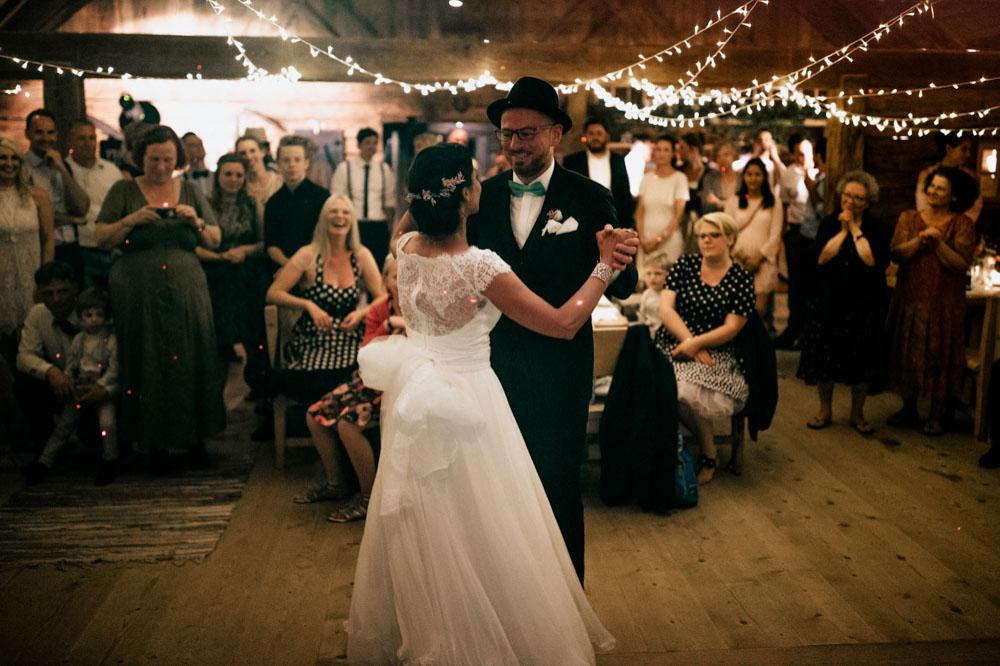 rustic barn wedding photographer munich 177