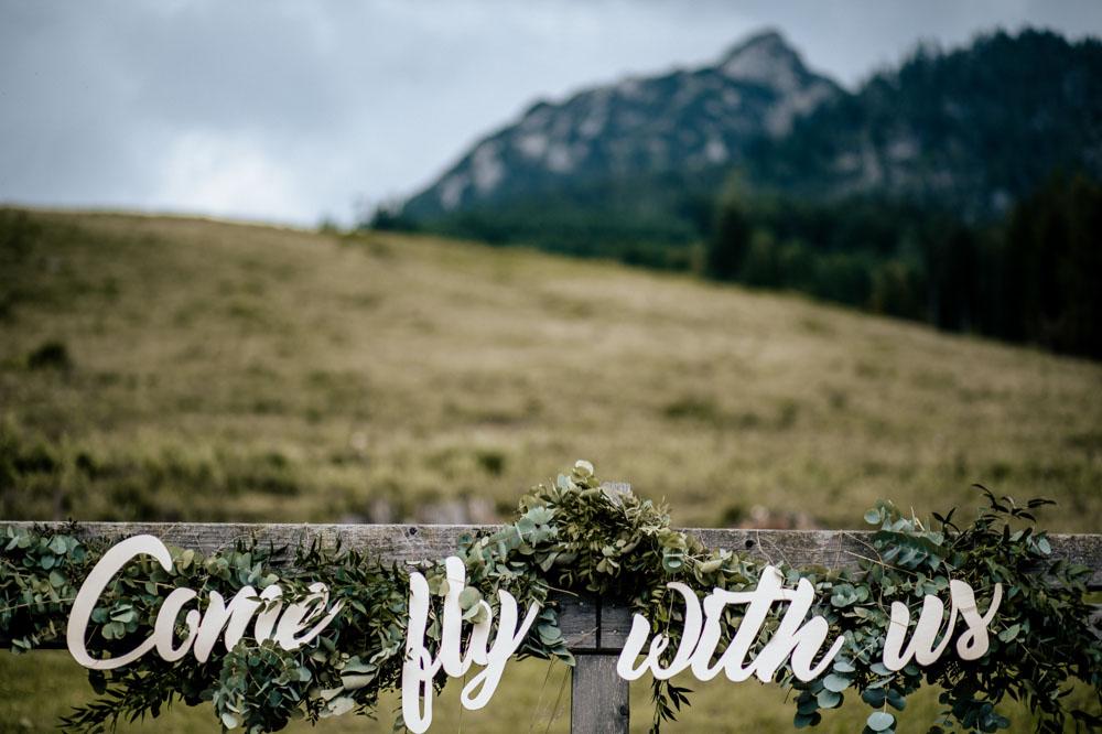 rustic barn wedding photographer munich 24b