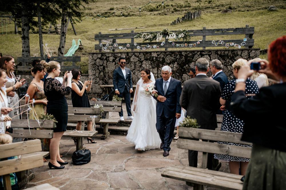 rustic barn wedding photographer munich 36