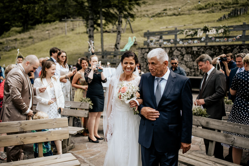 rustic barn wedding photographer munich 37