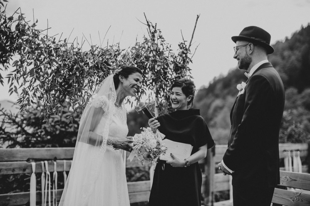 rustic barn wedding photographer munich 50