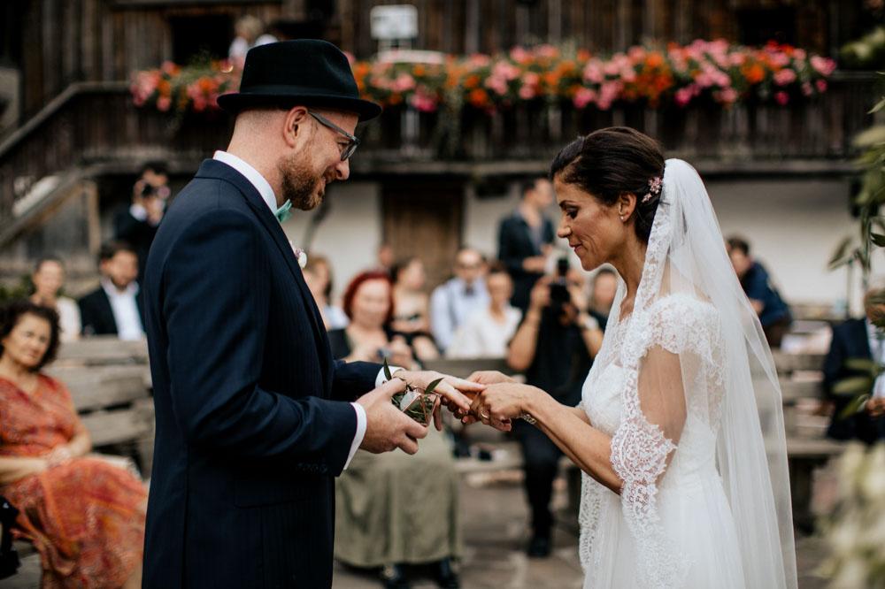 rustic barn wedding photographer munich 54