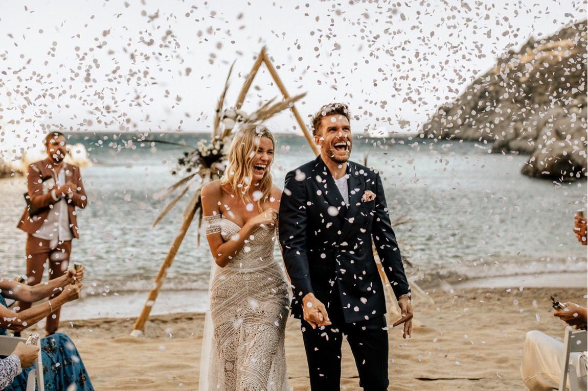 intimate wedding greek island photographer mykonos intime Hochzeit Mykonos Fotograf